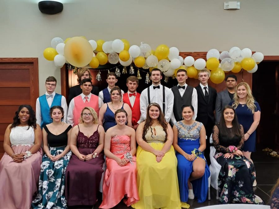 Our+Senior+Class+at+Prom+2019.
